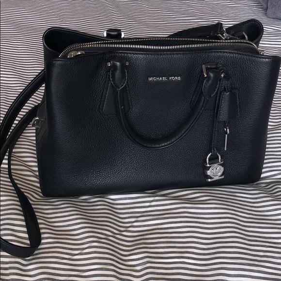 f9fa9ff54f1aa9 Michael Kors large crossbody bag - black. M_5ac7c429daa8f609be3b101d